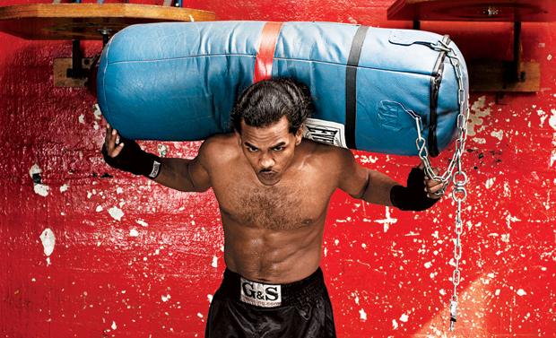 Kaliteli bir ağır kum torbası yaklaşık 45 kilodur ve farklı hareketler için de kullanılabilir.