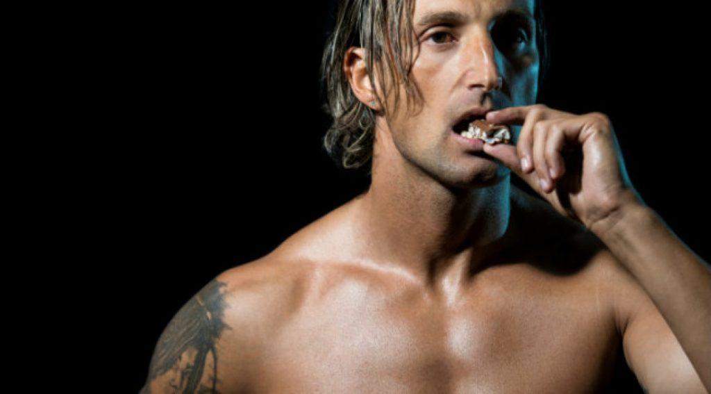 bodybuilder eating_3