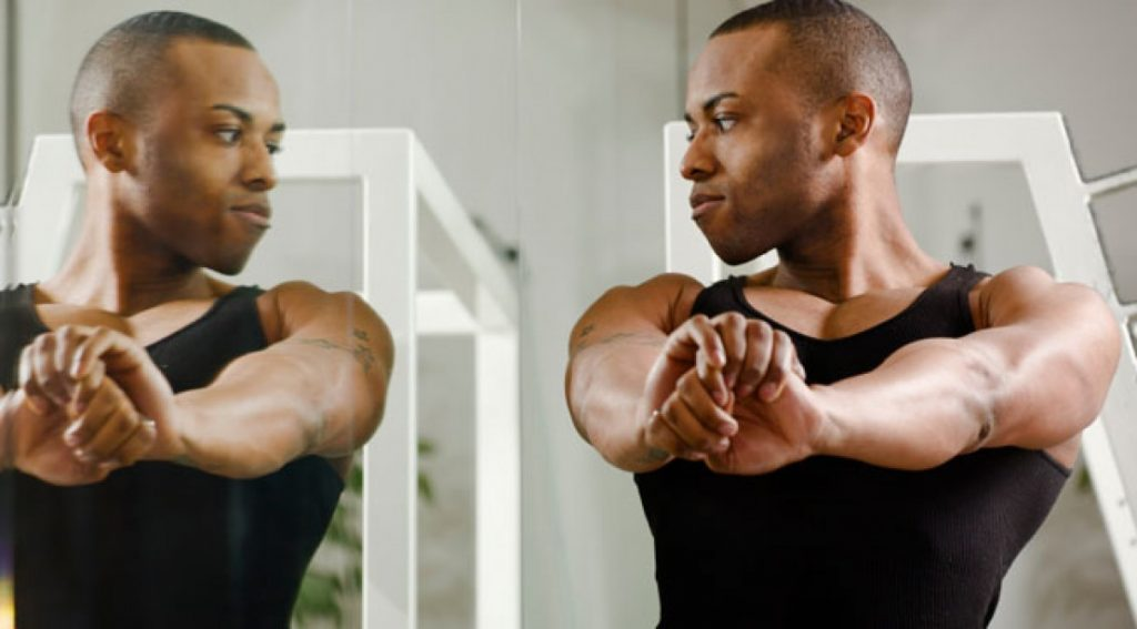 muscular-man-mirror_0