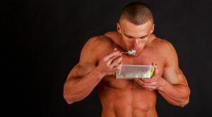 bodybuilder-eating_0_0